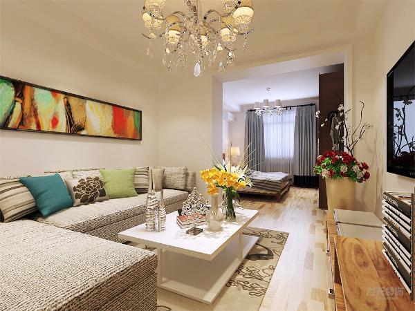 客厅乳白色的墙体,突出了沙发上面沙发天蓝色的抱枕,颜色对比鲜明,给人的舒适的视觉效果。