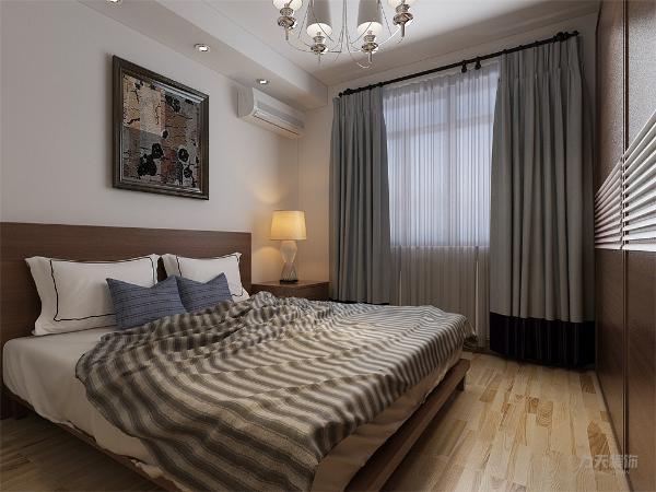 卧室的墙体使用的是浅黄色的墙体,与天蓝色的窗帘巧妙地结合在一起,给人一种浪漫温馨的感觉,会让人在工作忙碌了一天之后,进入卧室,就会感觉到放松、温馨和舒适。