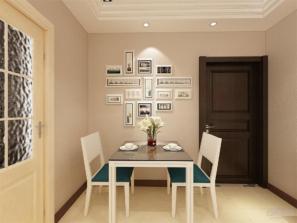 餐厅的面积较小,所以选择了两人餐桌,电视背景墙旁边放了一个很简单的鞋柜,也进行了简单的装饰,大胆的用色使空间更有活力