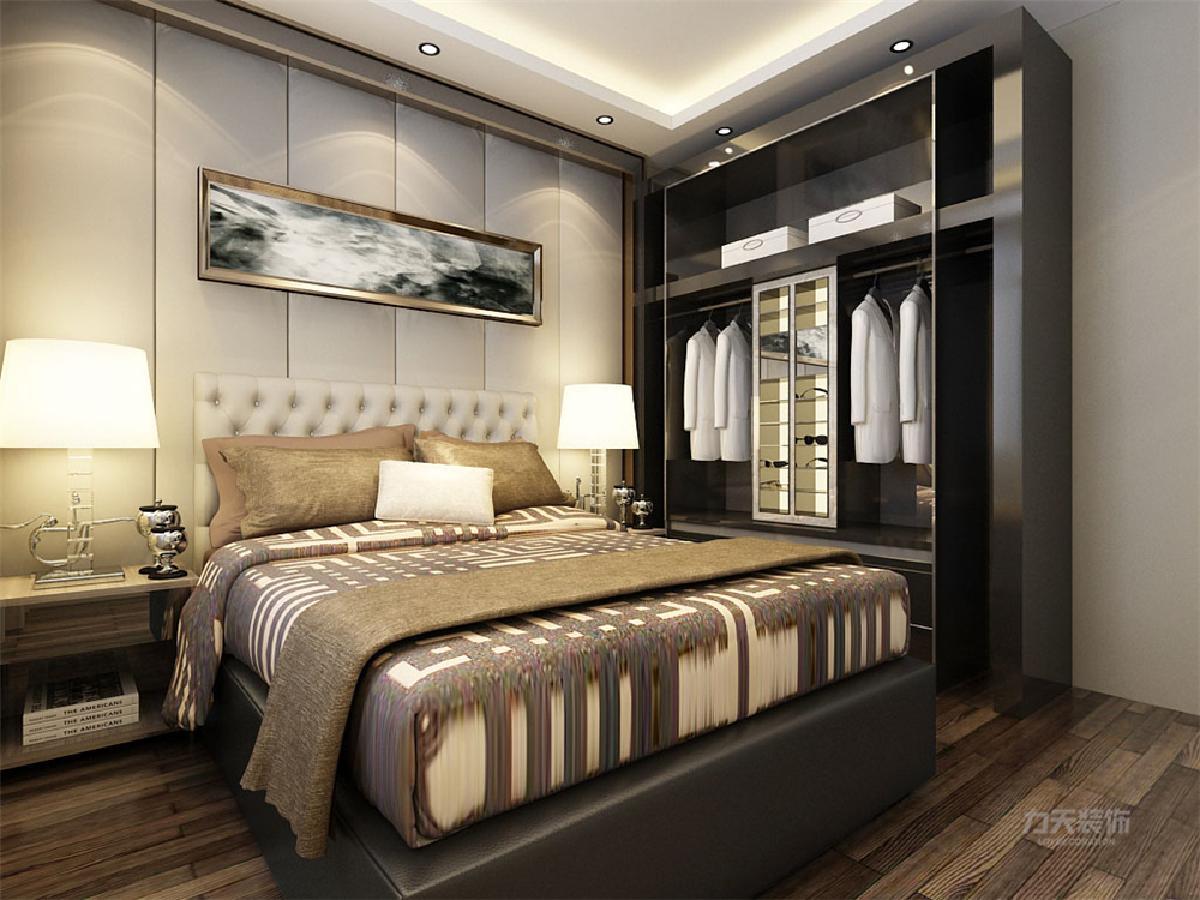 卧室营造了一个柔软的氛围不管是色彩还是材质,床下有储物功能,床头做了软包,床头背景墙也同样做了软包,能更好的保暖、隔音。