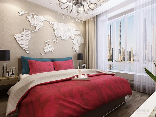 卧室的床头背景墙,放置了一个大的世界地图,增加了空间的层次感,同时在卧室内增加了一个办公桌,这样既可以在卧室内休息,又可以在卧室内办公。