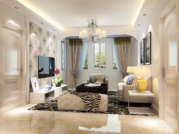 整体颜色以简洁的咖色为背景,只有沙发组合几个大件是中灰色的,在客厅里做一个色彩对比,显出现代简约的格调。深色色调窗帘与空间的咖色相呼应,简洁的吊顶以及大气的吊灯,做一个充足的对比。