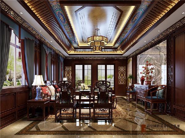 会客室:地下为老夫人喜欢的中式传承,景泰蓝 木质榫卯结构 优雅的蓝灰色窗帘,西洋摆设和挂件,摆上一副中堂的酸枝家具京味十足。