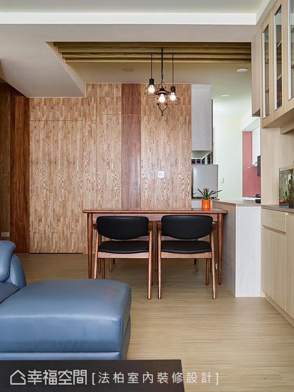 利用木工将厕所门板与壁面合而为一,打造清爽干净立面空间。