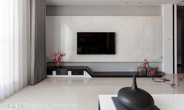 于电视墙石材立面刻划线条感,丰富空间调性与层次。