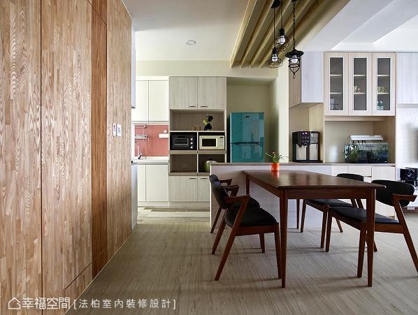 于餐厅与厨房间设计中岛吧台,围塑厨房空间外,也提升了动线流畅度。