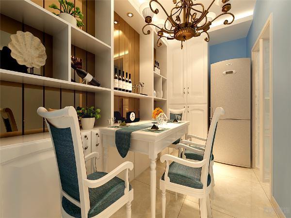 餐厅有自己独立的空间和储物柜的设置扩充了储物空间可以放物品和装饰品