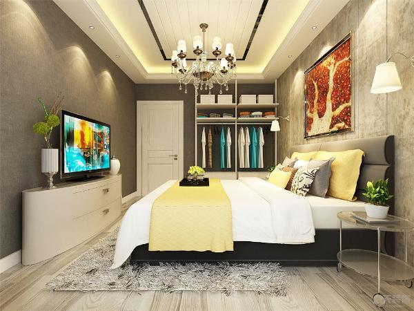 卧室进入以后给人的第一感觉是温馨舒适,简单惬意,灯光柔和。布制的双人床背景墙使得整个空间更加柔和,再加上红色枫叶图案的背景画,使得卧室更加温馨温暖