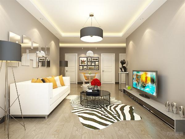 客厅采用简易的三人沙发及两个休闲座椅,斑马纹的地毯上是黑色圆形的茶几,茶几上有一个红色的花卉作为点缀,沙发背景墙是由几块金属材质的不规则矩形组成,在阳光照射下反射室内物体