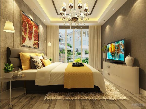 卧室进入以后给人的第一感觉是温馨舒适,简单惬意,灯光柔和。布制的双人床背景墙使得整个空间更加柔和,再加上红色枫叶图案的背景画,使得卧室更加温馨温暖。