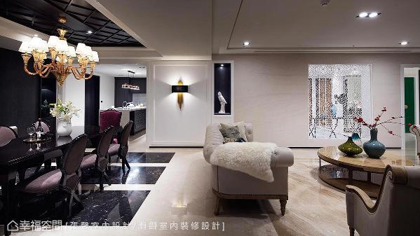 餐厨区改以深色串联,天花板使用木头染色对应地坪石材变化,再加上一盏精选的手工主灯,让餐叙时光充满低调奢华的气氛