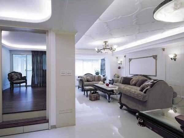 欧式风格继承了巴洛克风格中豪华动感,多变的视觉效果,也结合了古典主义设计风格,古典风格中,深沉里显露尊贵,典雅浸透豪华。
