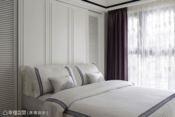 设计师陈淑绢在主卧房的表现上,透过新古典线板与木百也门片,创造整体空间的温婉宜人。