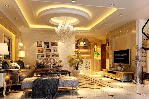 客厅设计以米色为主,华丽的装饰、精美的造型达到雍容华贵的装饰效果。