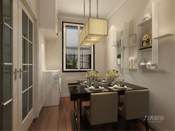 餐厅范围较小,因此放置一套四人餐桌椅,在墙上布置收纳柜和展示架,节约空间的同时也增加美观。