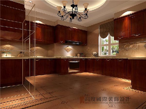美式风格厨房家具通用材料用胡桃木和枫木,为了突出木质自身的特色,它的纹理本身就作为了一种装饰。能够在不同角度下产生不一样的光感。这让美式风格厨房家具比金光灿烂的欧式风格厨房家具更耐看。