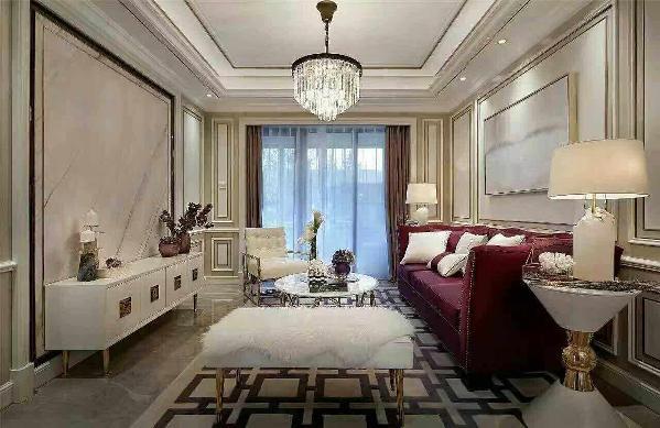布艺主要是沙发靠垫和床上用品在发挥作用。一般港式家居的沙发多采用灰暗或者素雅的色彩和图案,