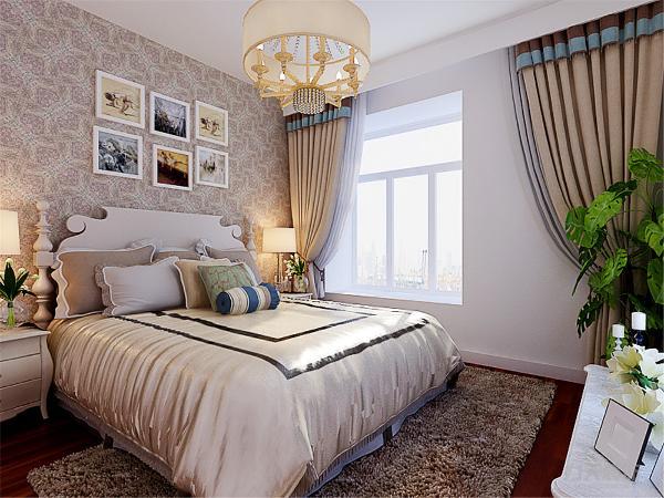 卧室铺设深色实木地板,拉升整体空间格调,卧室顶面不做过多造型,整体简洁大方,背景墙铺贴壁纸点缀整个空间。