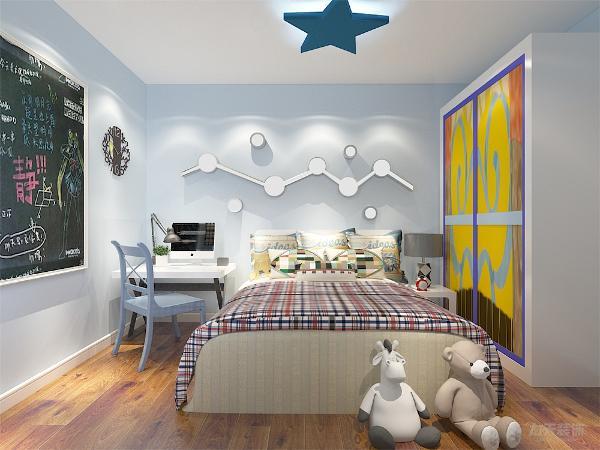 儿童房,采用清新的蓝色墙面乳胶漆环保,白色的书桌,墙上的装饰物美观实用可以放置书籍,便于儿童阅读学习,墙上放置一块黑板方便业主与孩子交流