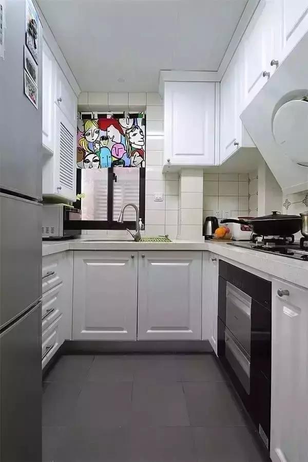 ▲白色厨柜绝对是小厨房的扩容利器,虽然难打理,不过只要日常保养好了,真的不需要花大力气擦洗。