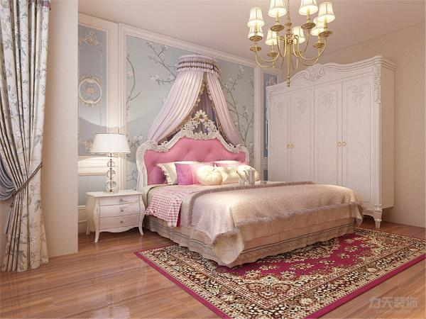 主卧采用强化复合地板,次卧采用强化复合地板,两个卧室都没有吊顶,显得比较简约,显得空间特别开阔;卫生间挨着主次卧,空间设计合理,方便深夜入厕。