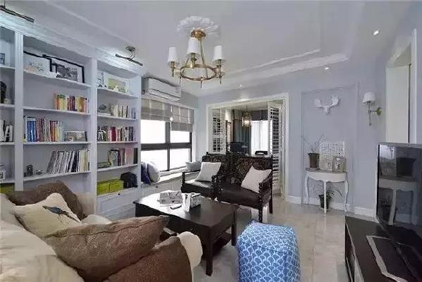▲客厅没有一面大墙可以用来摆沙发,也没有一面完整的墙可以放电视,这是不是跟大家经常见到的客厅不太一样?