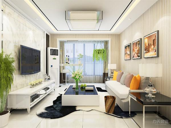客厅的沙发背景墙并没有设计过多复杂的设计,只是挂上了两幅装饰画。电视背景墙由大理石两边为车灵镜,能够更好的拉长室内的空间,显得空间通透。