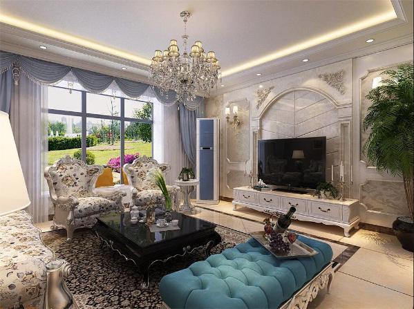客厅有大面积阳台所以有良好的采光,在客厅窗户面积较大所以视野比较开阔,又有利于室内空气流通
