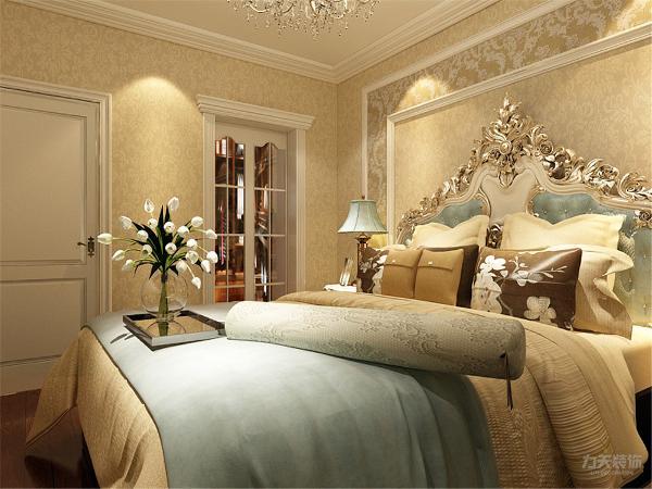 卧室墙面以浅黄色壁纸为主,分A/B版,床头背景使用白色石膏线做造型,顶面使用白色乳胶漆,不似客厅的奢华,更显的返璞归真,更适合休息。