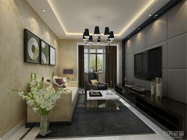 客厅电视背景墙则采用硬包的设计,让整体空间非常有层次感。客厅整体的颜色风格偏沉稳,沙发旁边的绿植起到了提亮整体空间的效果