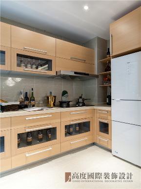 港式 三居 白领 收纳 小资 厨房图片来自沙漠雪雨在150平米港式三居简洁而不失时尚的分享