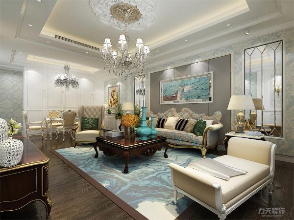 客餐厅地面通铺实木地板,电视背景墙做了回子框造型,主卧室地面通铺实木地板,同时作为主卧室大大的体现了欧式元素的风格。客餐厅家具以欧式家具为主同时搭配浅色和亮色的软包装饰,使整个空间既明亮又不失温馨。