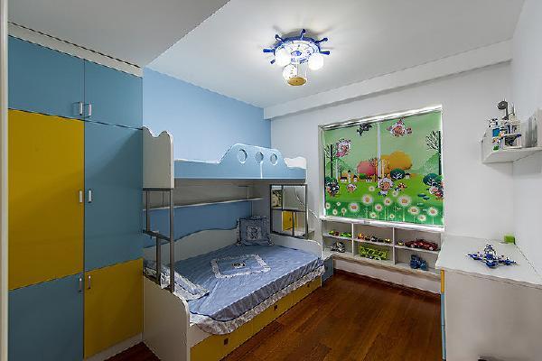 儿童房用色彩鲜艳明快的效果处理,简简单单但是充满活泼的感觉.