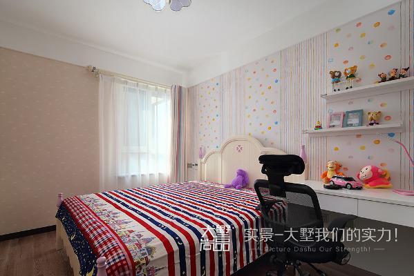 儿童房里暖色调的设计给女儿的房间更加温馨。