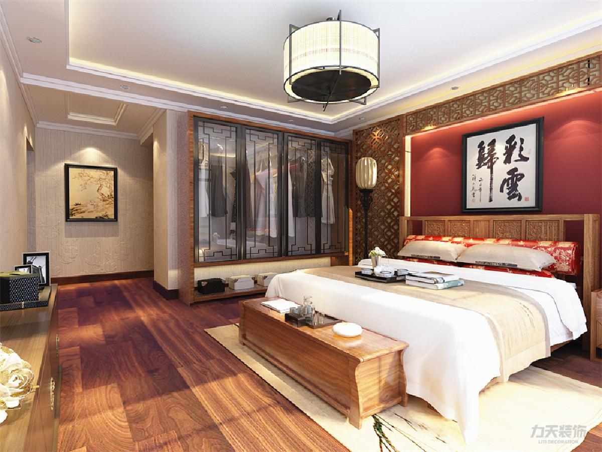 主卧地面采用800*800强化复合地板,床头背景墙为中式实木造型墙.图片