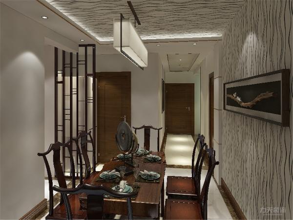 餐厅设计了漂亮的吊顶,在中间放置了隔断,存放了冰箱的隔断。