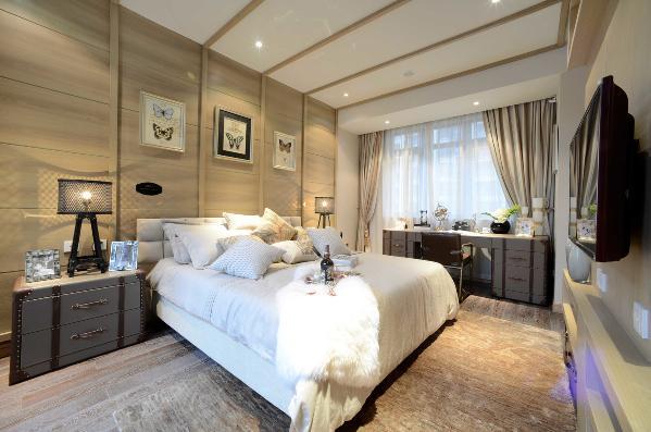 简洁舒适的软装搭配,暖媚的灯光设计,让人宁静的享受着卧室的温馨舒适。