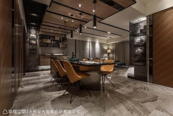 来到内部,公共空间以开放视角,形成一个互相紧扣的脉络,此外,由餐厅转入客厅的转角,更以表示层板化解过于尖锐的意象。