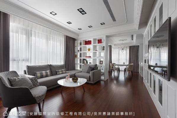 在公共场域中,吴宗宪设计师用简单、自然、温暖的材质,如客、餐厅及书房,都在迎光面,藉由自然光源洒下,让室内空间明亮通透。