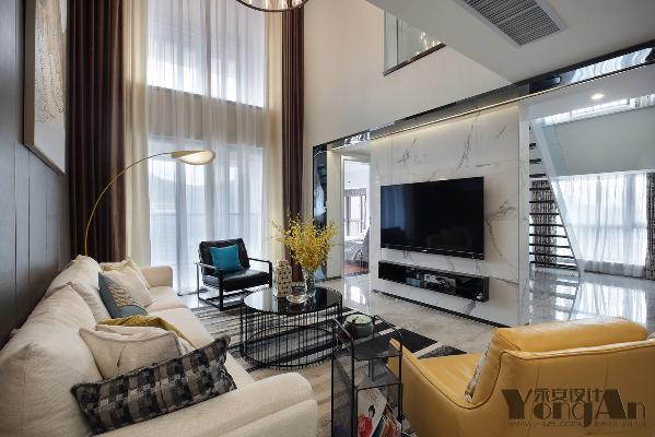 轻轻浅浅的客厅里总有一抹抹亮丽的色彩,拉上帘子遮住外面的春光,却遮不住家中流露的春意盎然。