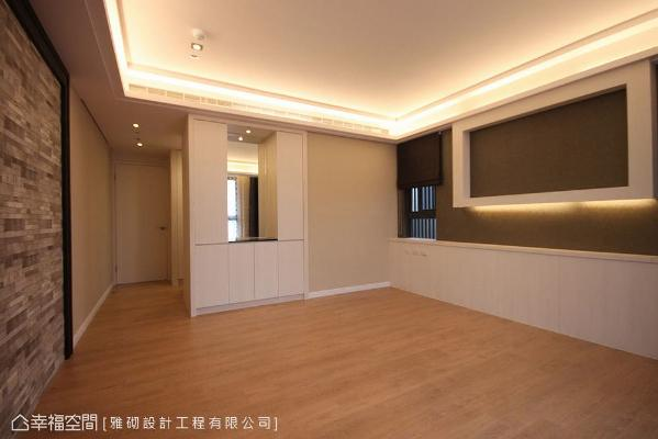以喷砂茶镜搭配柜子创造入口端景,采口字造型间接照明,增加墙面线条变化性。
