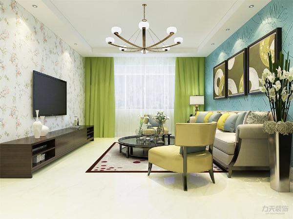 客厅,地面采用暖黄色,电视背景墙是印花壁纸做装饰,沙发背景墙则选用了蓝色的硅藻泥,顶面简单的回字形吊顶。整体颜色比较明亮,给人一种视觉的冲击