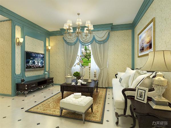 欧式的背景墙将加上一副沙发后的油画来营造和体现客厅的那种浪漫的空间构成,客厅到餐厅之的空间之做了简单的木墙角线,是房高更具有延展性