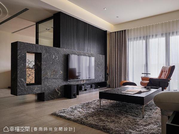 使用石墙作为电视主墙的基底,为轻化大面量体特意采半高设计。