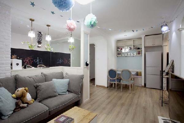 客厅的另一个角度,餐厅的设计也是别有用心的,与客厅互相呼应,宽敞明亮。
