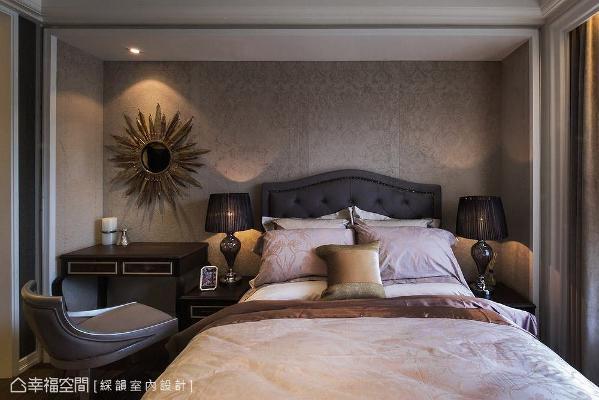 以沉稳的色调做铺陈,营造不失大方气势的舒适氛围。