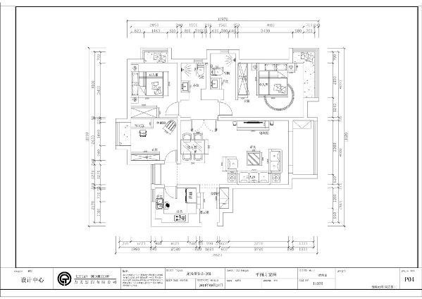 这是一个三室两厅一厨两卫的户型。入户是一个小的玄关,然后是餐厅可客厅,餐厅与厨房之间有一个小的过道,这是一个纯动线的空间显然浪费了空间的利用率。