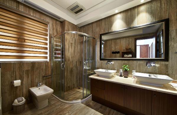 墙地面运用仿木地板砖,做了干湿分区,顶面用防水石膏板做装饰。
