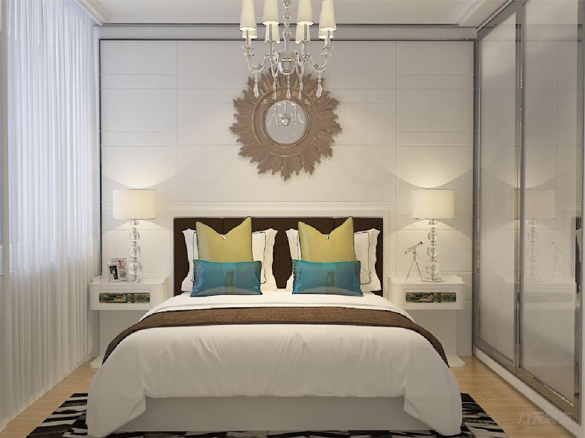 主卧采用强化复合地板,有飘窗,壁纸采用浅黄色欧式壁纸,使整体休息图片