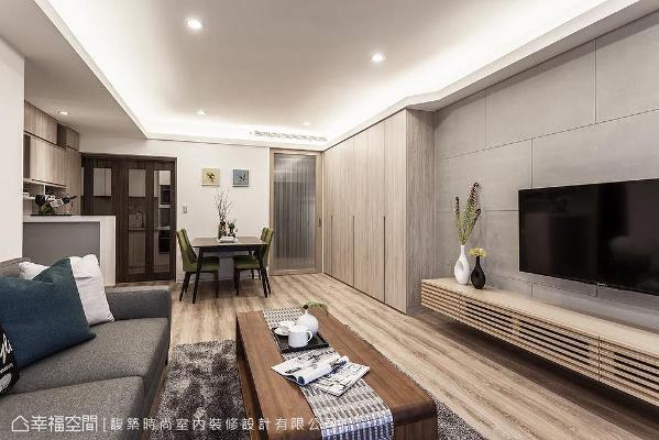 进到屋内,馥筑时尚室内装修设计以拉门区分公共场域、玄关与厨房的机能。